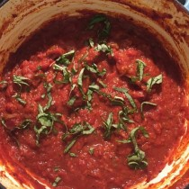 Easy Marinara Sauce that's Freezer Friendly!